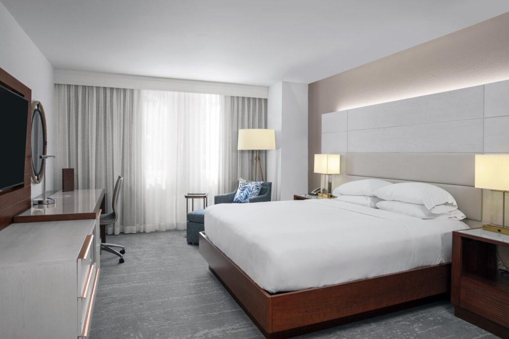 DoubleTree Hilton Deerfield Beach Guestroom King