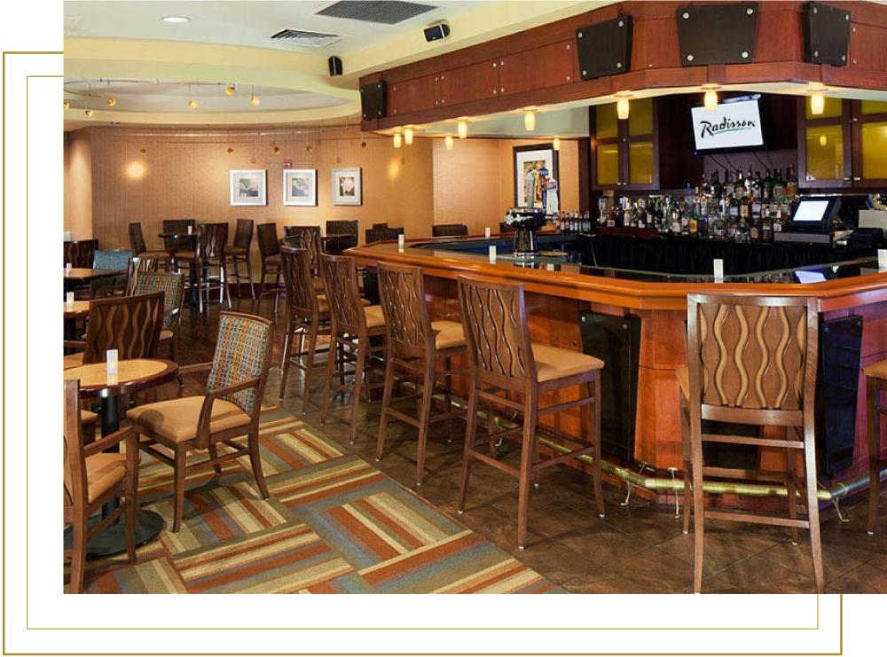 Radisson-Hotel JFK Airport Connections Lounge Bar Area